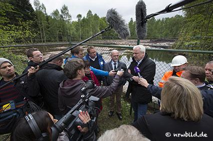Minister Duin informiert sich über Oel-Austritt in Ahaus