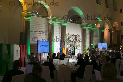 MP Kraft verleiht Staatspreis an Künstler Uecker.