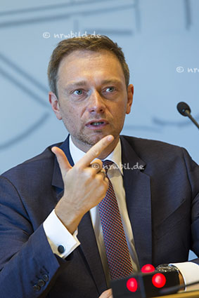 DEU, Deutschland, Germany, Duesseldorf, 08.01.2016 Pressekonferenz im Landtag NRW mit Christian Lindner, Vorsitzender der Landtagsfraktion der FDP. Portrait, Politiker, politician, Deutschland, German, Germany, Politics, Politician, Portrait