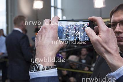 Handyfoto des NRW-Innenministers
